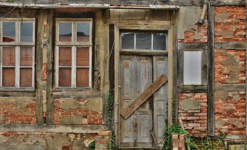Klushuis verkopen of kopen en renoveren of een direct te betrekken woning kopen?